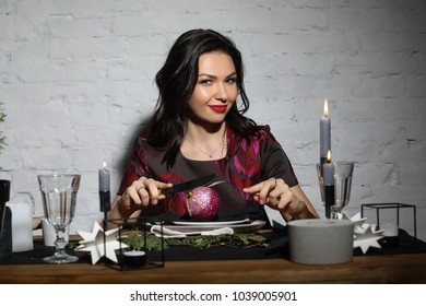 Woman preparing for a dinner. Photographie retouchee