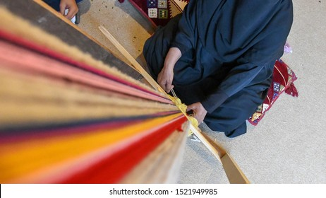 A woman produces traditional Sadu fabric in the Souq Okaz Festival in Taif, Saudi Arabia.