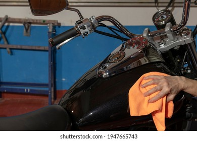 woman-rag-hand-cleaning-motorcycle-260nw