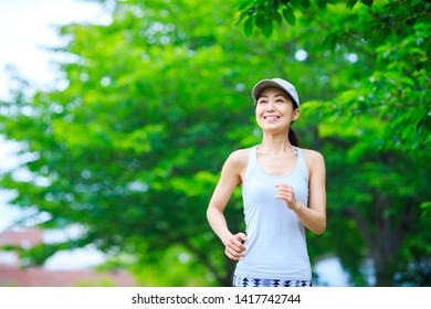 Woman running in the green of nature