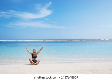 Woman screams happily sitting crossed legs sunny sandy beach lift hands show peace victory sign grinning delighted enjoy summer vacation seaside resort, perfect tourist tour holiday, relaxing excited