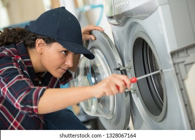 woman is screwing a washer