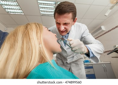 Woman seeing a dentist