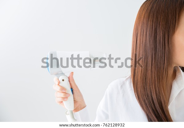 Woman to set the hair