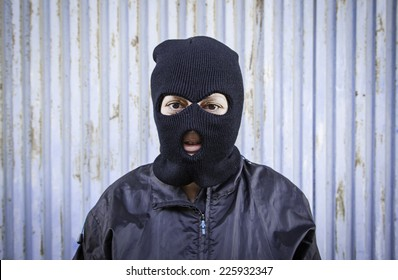 Woman with ski masks and violent hooded mask