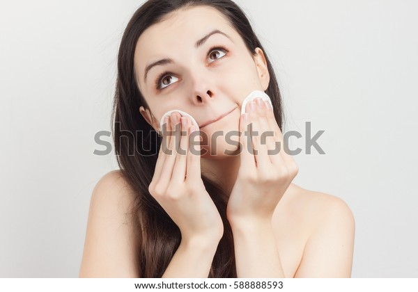 woman with a sponge wihte background cotton pad problem skin..