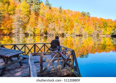 Woman stand pier by the lake to watch the scenery