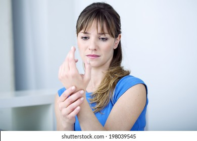 Woman suffering from wrist pain.