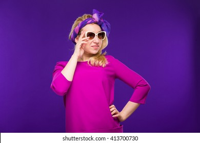 woman in sunglasses hands