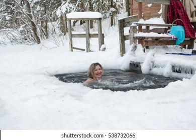 women-in-ice-toya-jackson