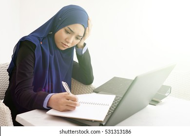 woman thinking. troubled. business concept image