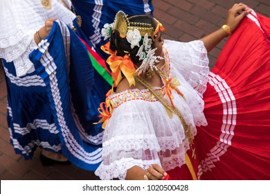 woman in traditional panamaniam clothes