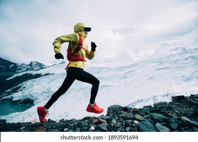 Woman Trail Läufer Langlaufloipe bis Winterschneeberg