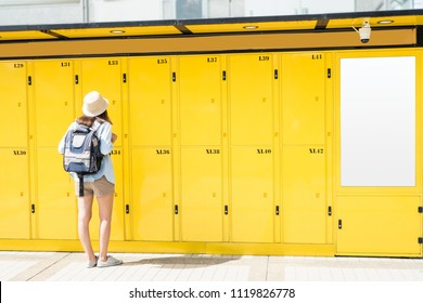 Woman traveler using the locker service and go vacation in the city