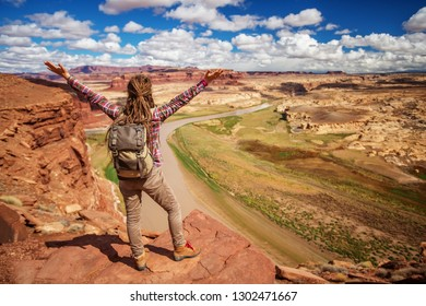Woman travels to America on the Colorado river observation deck