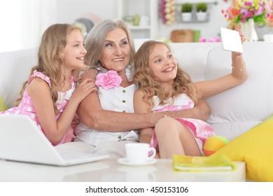 woman with tweenie   girls doing selfie