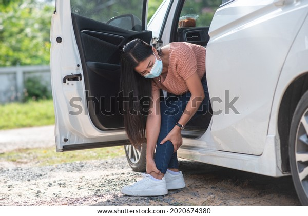 a woman was unable to get out of the car. This is due to muscle weakness, pain and tingling at the nerve endings of the knee. which is a side effect of Guillain-Barre Syndrome after vaccination again