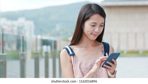 Woman use of cellphone in the city