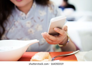 woman use mobile telephone