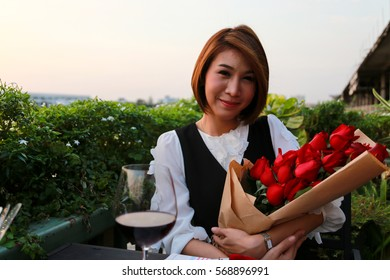 Woman Valentine roses ,  cute , girl , love