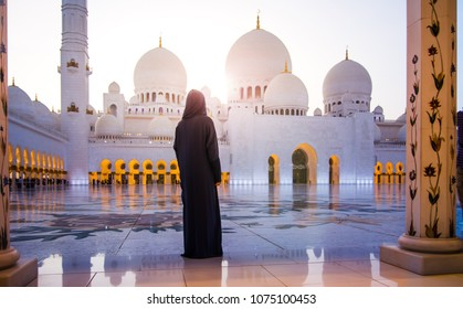Woman visiting the Grand Mosque in Abu Dhabi