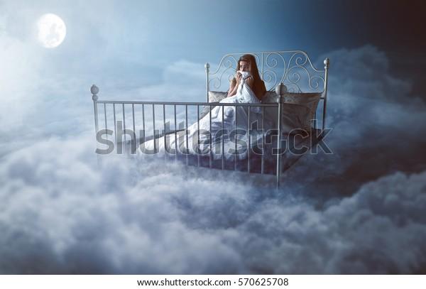 Женщина просыпается в облаках