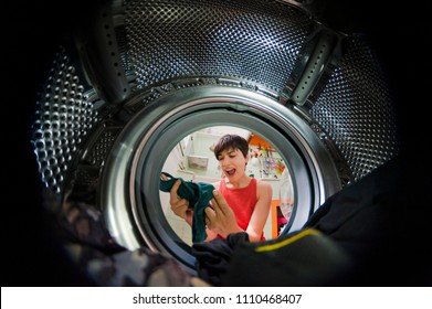woman from a washing machine with a funny grim