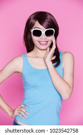 woman wear sunglasses and smile happily on the pink background