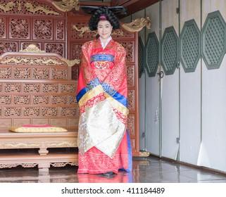 woman wear tradition Korea dress