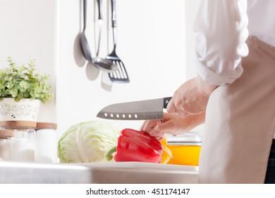Woman wearing an apron, Cut the paprika