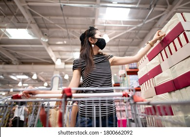 Woman wearing a mask and shopping