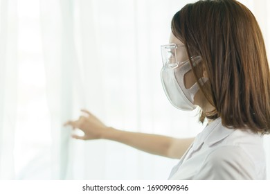 Woman wearing safety glasses ad mask, to avoid the spread of coronavirus.