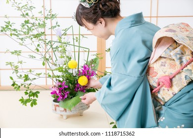 The woman who does flower arrangement