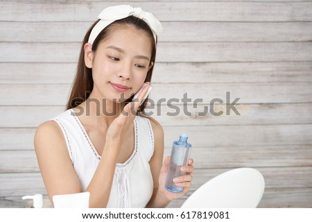 The woman who is doing skin care.