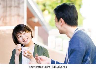 Woman who eats ice cream at a cafe (date, break)