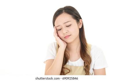Woman who has a headache