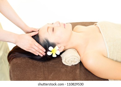 The woman who receives head massage