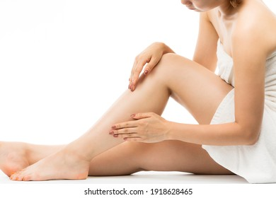 A woman who skin cares her legs.