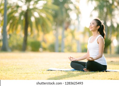 Woman Yoga - relax in nature