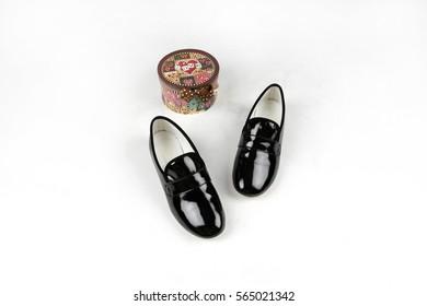 woman's flat shoes