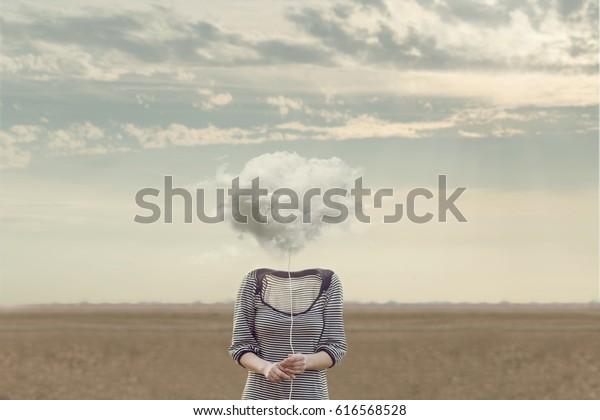 Frauenkopf Ersetzt durch eine weiche Wolke