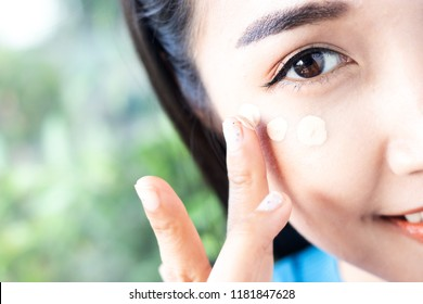 Women are applying concealer under the eyes.