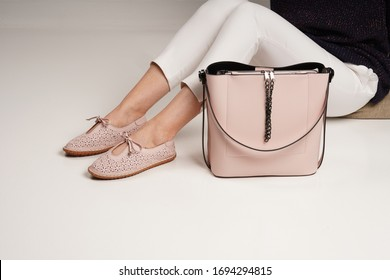 women babettes shoes and pink bag isolated white background in the studio