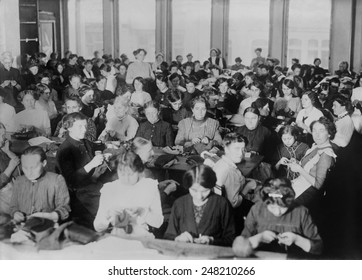 Women in Berlin, Germany, knitting for soldiers during World War I. 1914-15.
