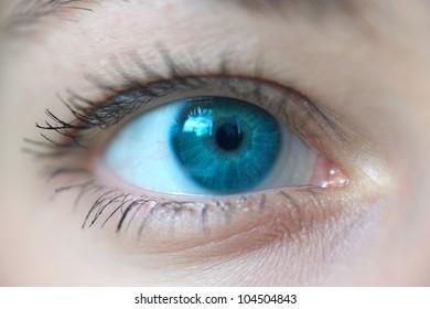 women blue eye