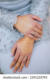 A women bride's hand with a gold henna with the jewelry