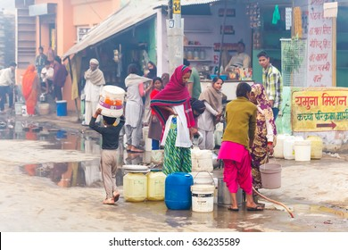Women collect water.India, Govardhan, November 2016