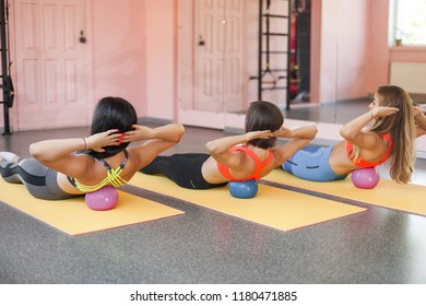 Women doing exercises for the press muscules with little fitballs