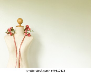 Women Manikin with measurement tape and bouquet - Vintage effect filter