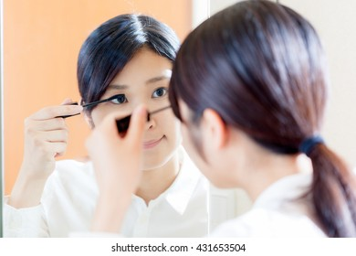 Women mascara , mirror